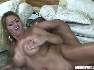 Mouth Fucked Blonde amateur MILF Lindsay Foxx Taking Facial