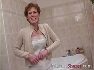 Hairy mature pees and takes shower