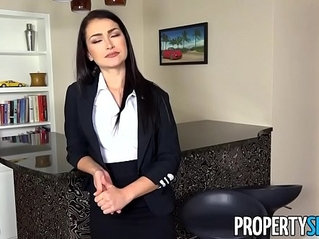 PropertySex Homebuyer informs agent he wants to put in big offer